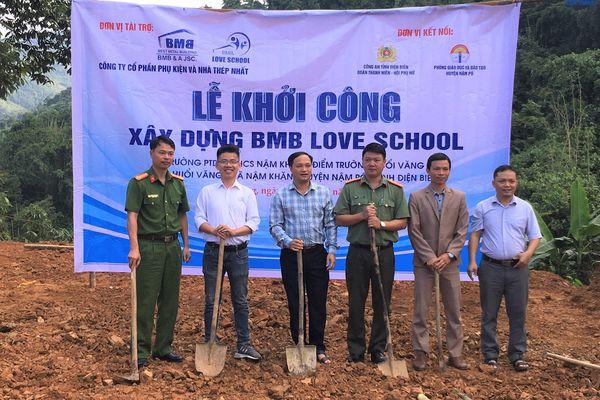 Opening ceremony of Huoi Vang school in Dien Bien province